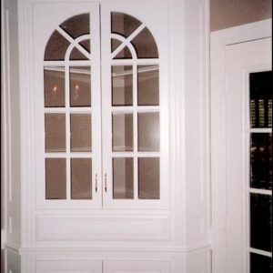 Corner Hutch with half Circle Glass Doors