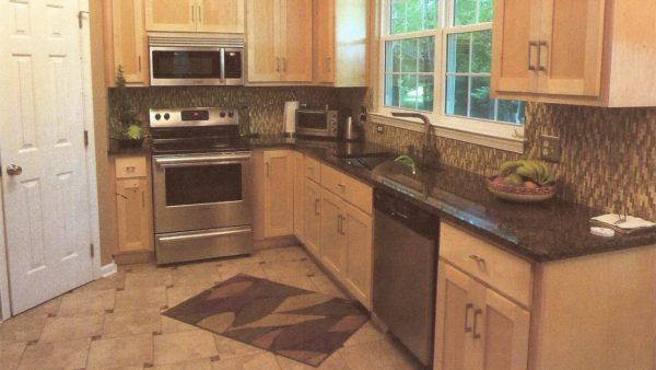 Maple Shaker Kitchen in Kiln Creek, Newport News